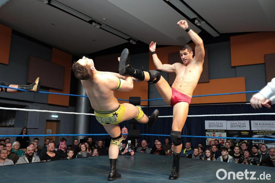 wrestling frau nackt kostenlos