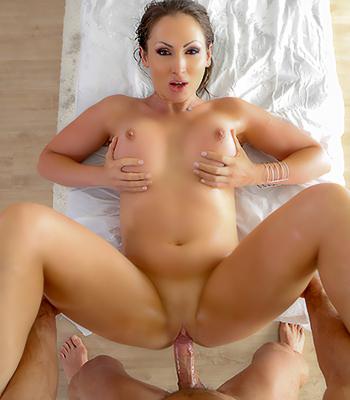 Sexy boob massagen latinas sexy bilder foto 2