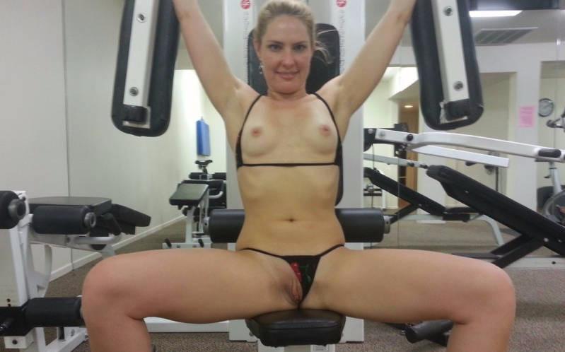 Sport Mädchen nackt Blowjob
