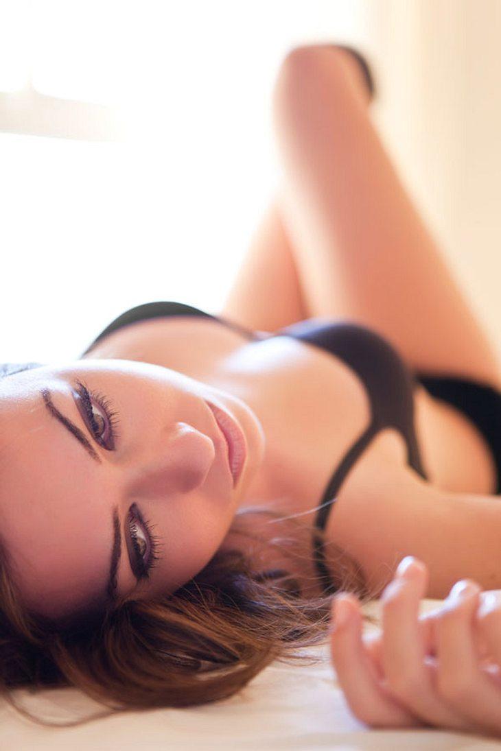 Wunderschöne schwarze transe streichelt ihren schwanz XXX