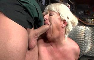 Heiße oma blowjob porno foto 2