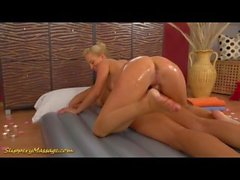 Echte lesbische rutschige nuru massage sex foto 1