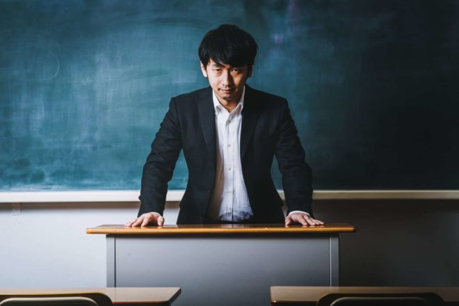 Japanischer lehrer zwang schüler