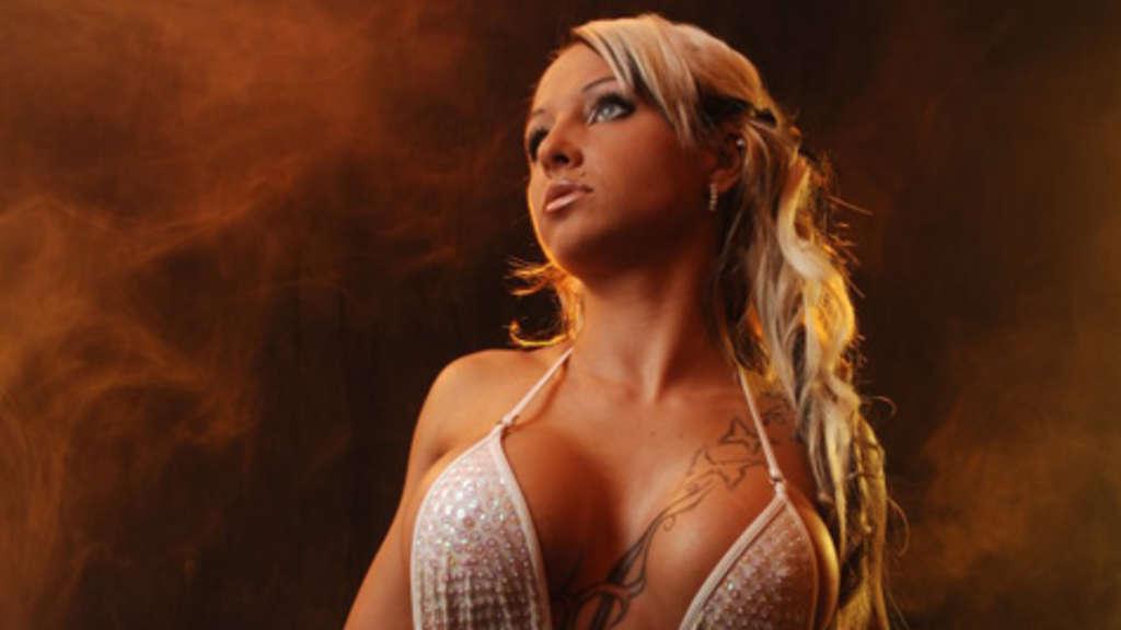 Sexy Cora im Porno Deutsch geil durch gepoppt