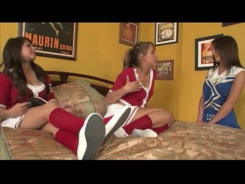 Vídeos porno de interracial lesbische cheerleader foto 2
